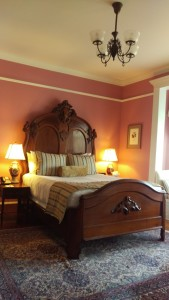 Cliffside Inn guestroom